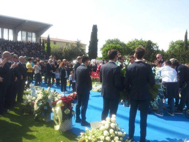 Applausi per il campione scomparso (foto Santini)