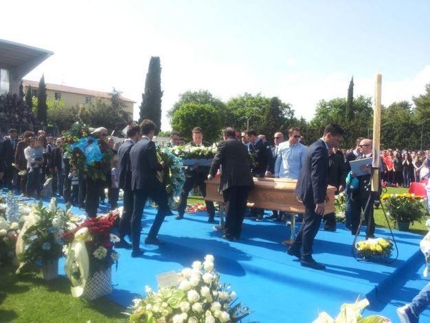 Il funerale di Michele Scarponi a Filottrano (foto Santini)