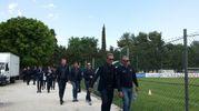 L'Astana arriva al campo sportivo di Filottrano per il funerale (foto Santini)