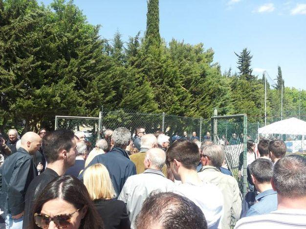 Folla per l'ultimo saluto a Scarponi (foto Santini)