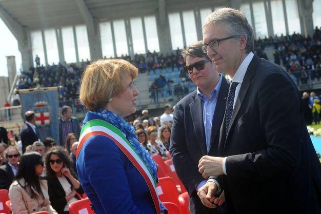 Il sindaco di Filottrano Lauretta Giulioni ed il presidente della Regione Marche, Luca Ceriscioli (Foto LaPresse)