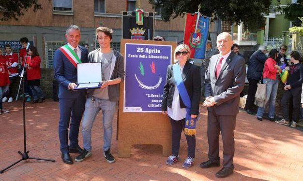 Premiazione Michael Battistini, studente del Versari Macrelli, vincitore del concorso manifesto del 25 aprile (foto Ravaglia)