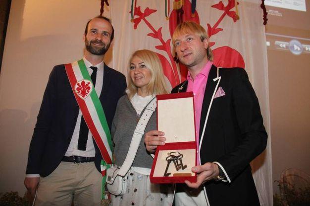 Le chiavi della città al campione di pattinaggio Evgeny Plushenko (foto Umberto Visintini/New Pressphoto)