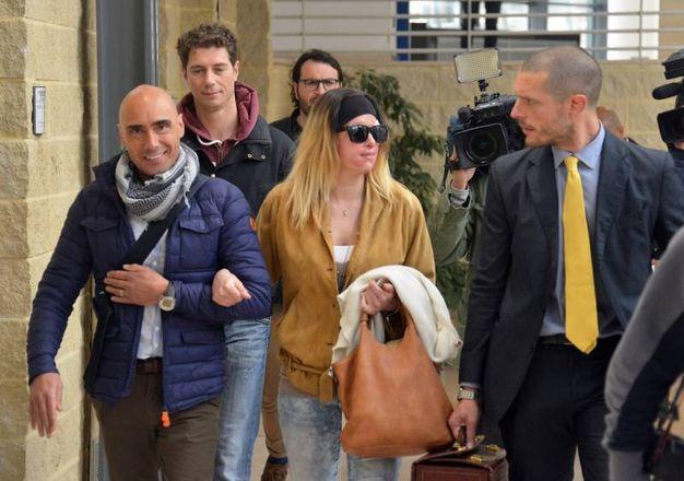 Rimini, Gessica Notaro mentre si reca in tribunale con i suoi legali (foto Manuel Migliorini)