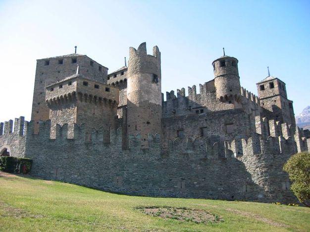 I 5 castelli medievali pi belli d 39 italia magazine - Finestre castelli medievali ...