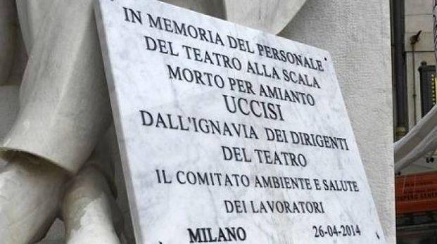 Lapide per le morti d'amianto in piazza della Scala
