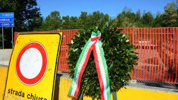 L'omaggio alla vittima del crollo del ponte di Annone (Cardini)