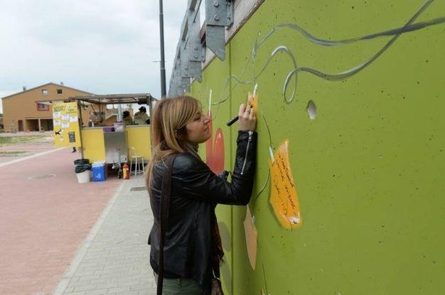 La firma sul murales (foto Frasca)