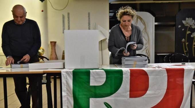 ll seggio al circolo Vie Nuove di Firenze (Ansa)