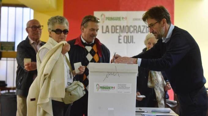 Un seggio delle primarie Pd