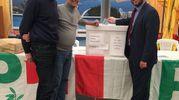 A destra, il consigliere regionale del Pd Francesco Gazzetti vota a Livorno