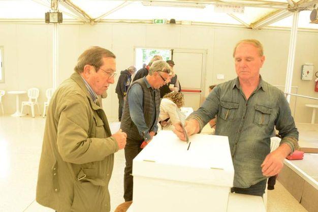 Le operazioni di voto (Foto Aprili)