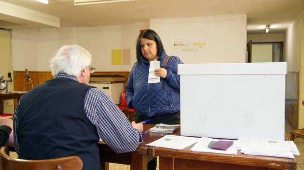 Un seggio per le primarie del Pd a Sesto