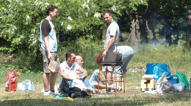 Una famiglia durante un picnic