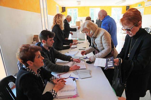 Primarie per l'elezione del nuovo segretario nazionale del Pd e i rappresentanti dell'Emilia-Romagna all'assemblea nazionale dem (foto Isolapress)