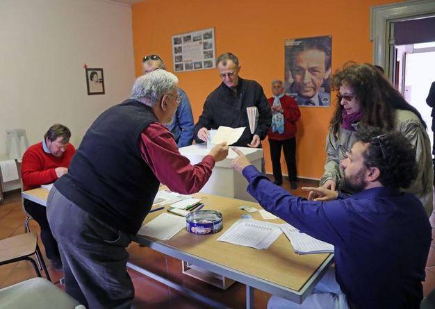 Le operazioni di voto a Imola (foto Isolapress)