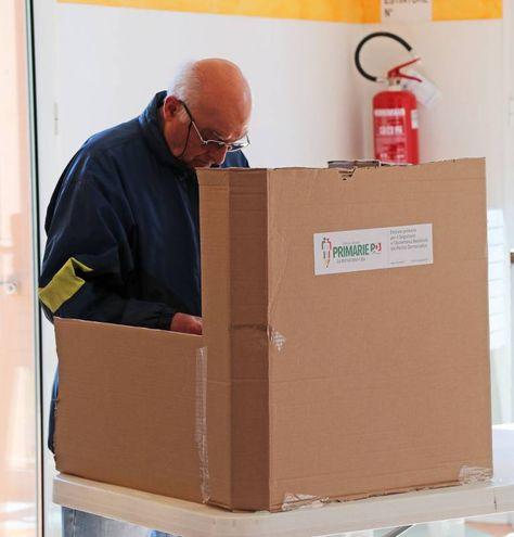 Il voto a Imola (foto Isolapress)