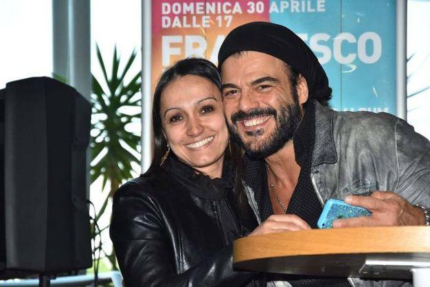 Francesco Renga ai Petali con i fan (foto Artioli)