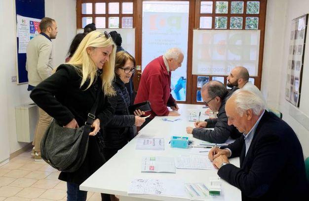 400 i seggi aperti nelle Marche (foto Calavita)