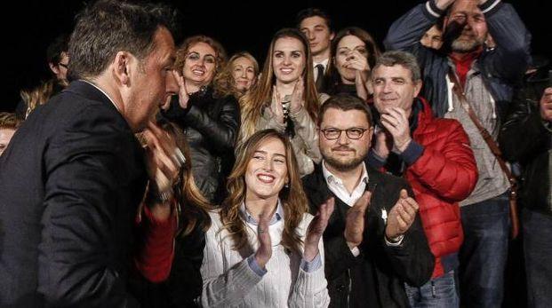 Primarie Pd, Matteo Renzi nella sede del Pd con la sua squadra (Ansa)