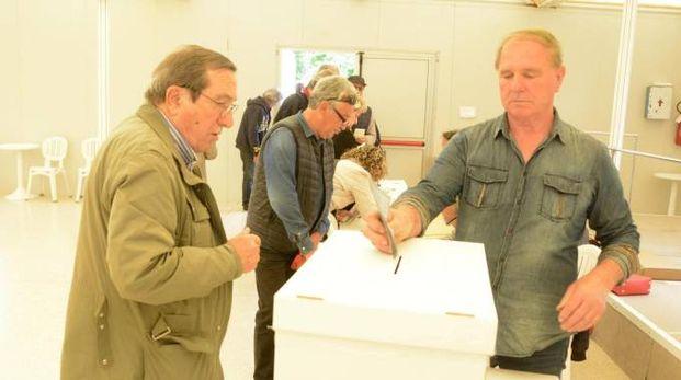 Al voto per le primarie Pd (foto Aprili)