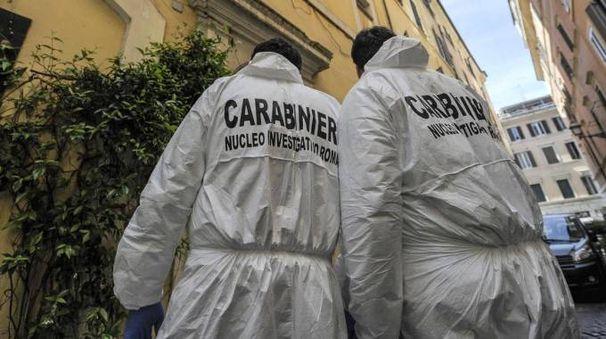 Femminicidio a Roma, i carabinieri del Ris sul posto (Ansa)