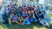 Tutta la squadra festeggia la conclusione del campionato (foto Zeppilli)