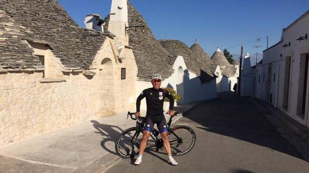 Marco Saligari in Puglia con la sua bici