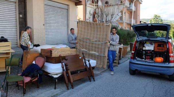 Terremotati lasciano la casa a San Severino (Calavita)