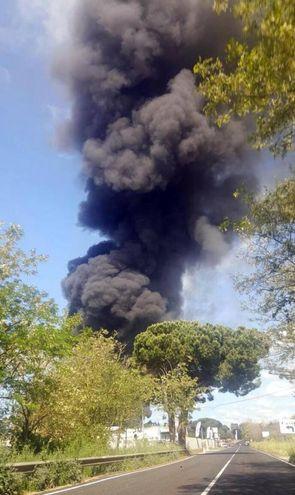La nuvola di fumo (Ansa)
