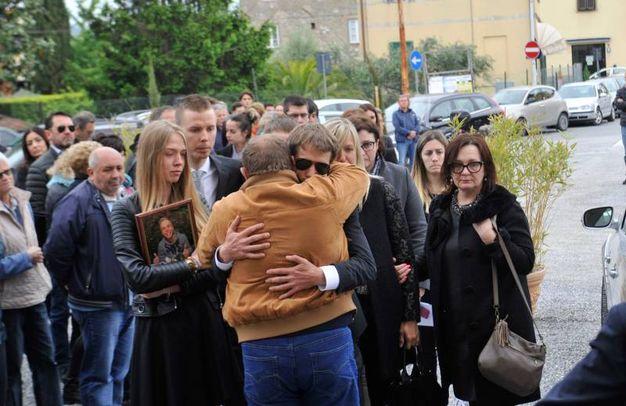 Il funerale di Linas Rumsas a Marlia, Lucca (foto Alcide)