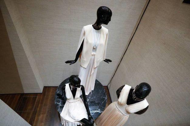 Gli abiti nel negozio (fotoSchicchi)