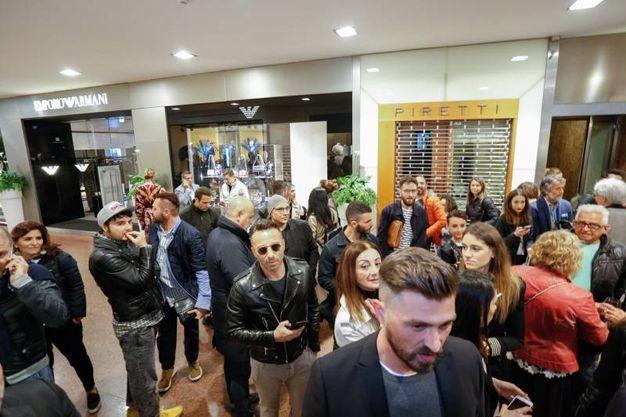 Le persone in galleria Cavour (fotoSchicchi)