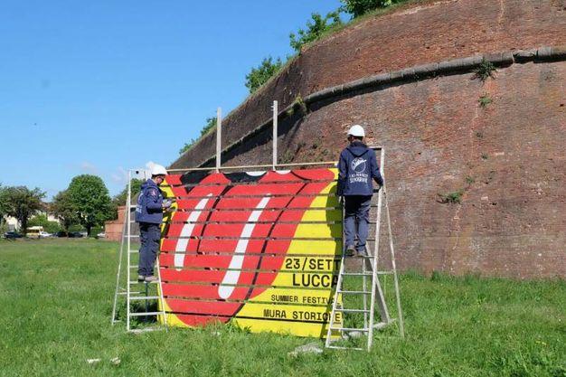 Già montati i cartelloni pubblicitari per i Rolling Stones a Lucca