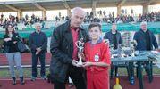L'ex attaccante Paolo Pulici premia un giocatore della Tritium