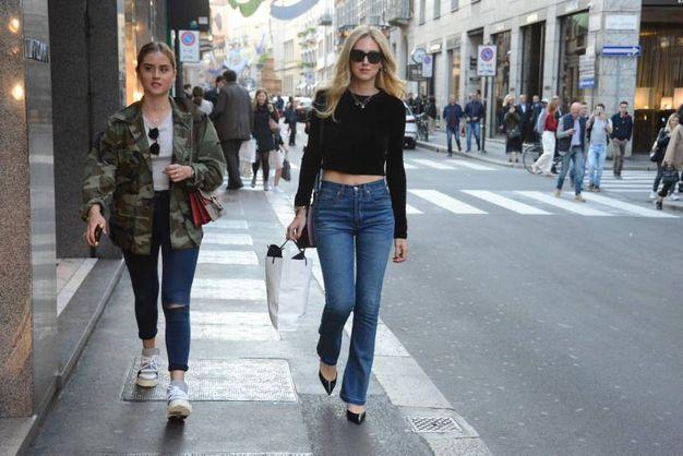 Chiara Ferragni a spasso per botique con la sorella Valentina (Lapresse)