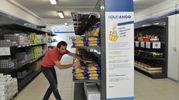 Ha aperto SoliDando, il primo supermercato in città dove la spesa è gratuita per le famiglie in difficoltà (Newpress)