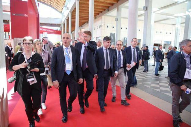 Al centro il presidente di Macfrut Renzo Piraccini con il viceministro per le Politiche agricole, Andrea Olivero (foto Ravaglia)