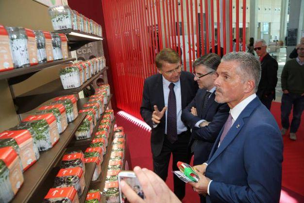 Renzo Piraccini con Andrea Olivero e il sindaco di Cesena, Paolo Lucchi (foto Ravaglia)
