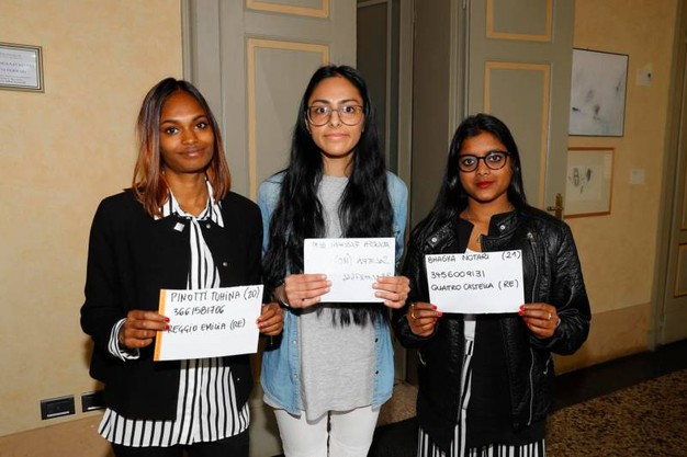 Alcune delle ragazze accorse per il provino (foto Artioli)