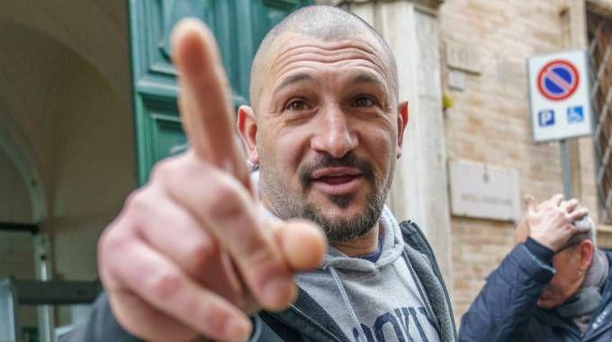 Amadeo Mancini mentre esce dal Tribunale (foto Zeppilli)