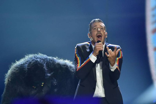 Francesco Gabbani (e la scimmia) all'Eurovision Song Contest (foto Afp)