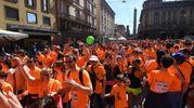 Le strade della città invase da un'onda arancione (fotoSchicchi)