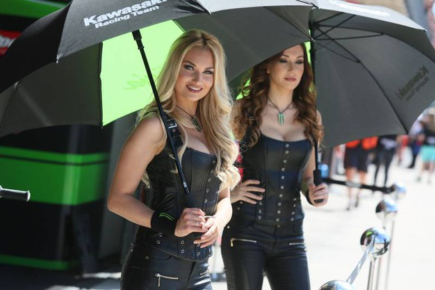 Splendide donne al Superbike (foto Isolapress)