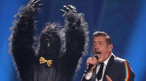 Francesco Gabbani, vincitore del Festival di Sanremo, si esibisce sul palco dell'Eurovision Song Contest a Kiev