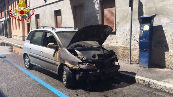 L'auto semicarbonizzata