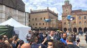Centinaia di curiosi in piazza Maggiore per il set di Masterchef (foto Zanini)