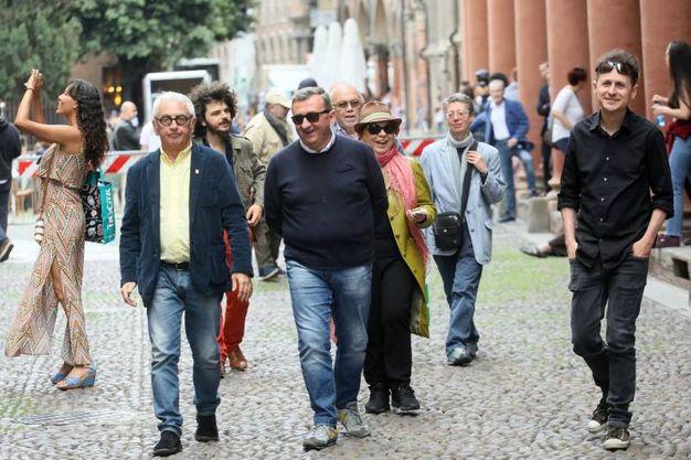 Comaschi, Vito, Syusy Bladi e Danilo Masotti in piazza Santo Stefano (foto Schicchi)