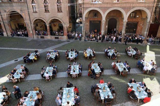Tavoli in piazza Santo Stefano (foto Schicchi)