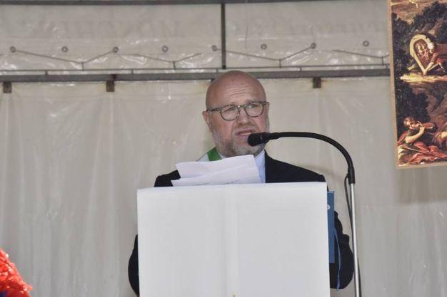 Alcuni momenti della cerimonia: il sindaco di Livorno Nogarin (Foto Novi)